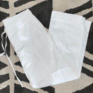 NWOT WHITE TALBOTS SIGNATURE PANTS!